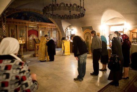 Исповедь в приделе Всех русских святых.