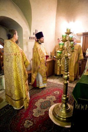 Духовенство во время возглашения прокимна.