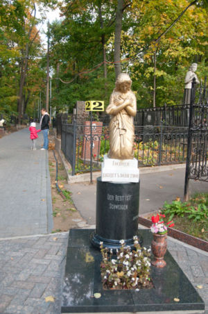 2012-09-29 Activity Vvedenskoye-cemetery Pilgrimage 002