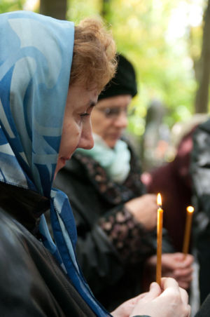 2012-09-29 Activity Vvedenskoye-cemetery Pilgrimage 007