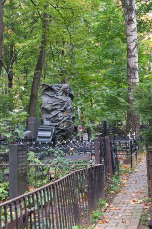 2012-09-29 Activity Vvedenskoye-cemetery Pilgrimage 015