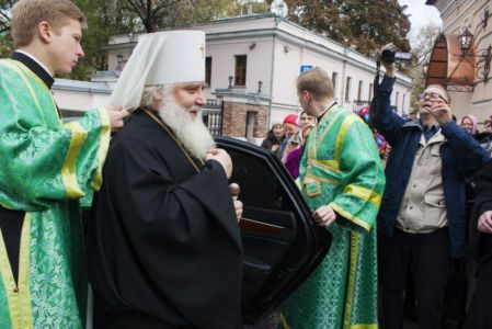 2015-10-11 Service Mitr-arseny-of-istra Liturgy Photo-gureev Web 002