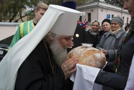 2015-10-11 Service Mitr-arseny-of-istra Liturgy Photo-gureev Web 004