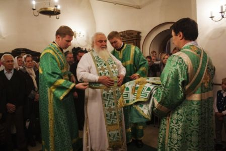 2015-10-11 Service Mitr-arseny-of-istra Liturgy Photo-gureev Web 008