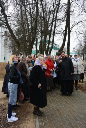 2016-04-09 Activity Alexandrov Pilgrimage Web 019