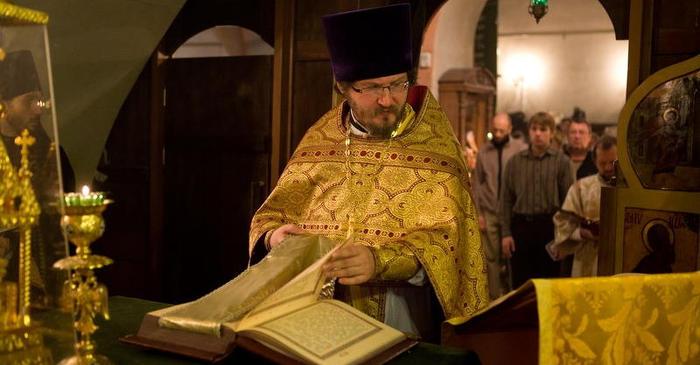 2010-09-12_service_prot-alexander-abramov-senior-priest-first-liturgy_w700-h365