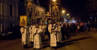 Крестный ход в Пасхальную ночь