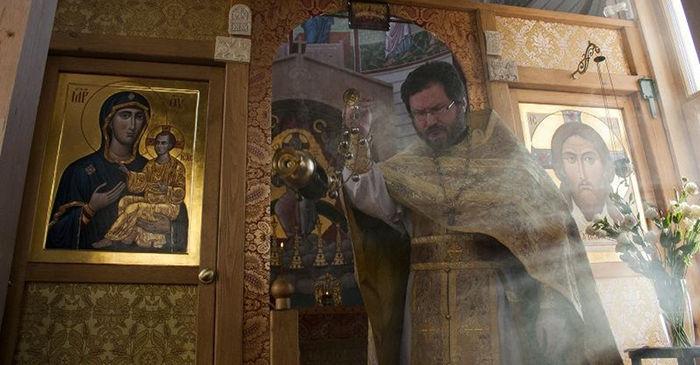 Литургия в храме при ШДИ