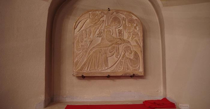 Икона Рождества Христова над жертвенником