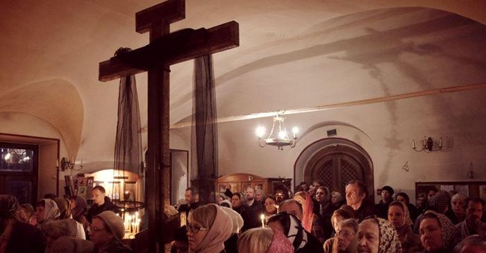 Ночное богослужение Крестопоклонной недели