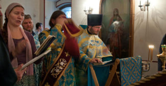 2012-08-28_service_dormition-of-the-mother-of-god_w700-h365
